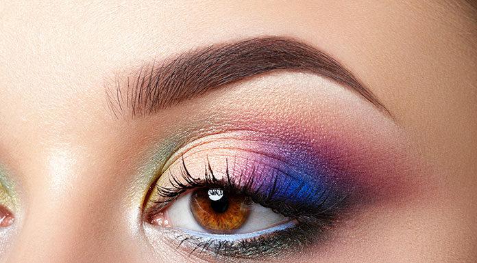 Jak malować oczy cieniami na różnych powiekach?