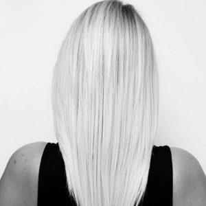 Keratynowe prostowanie włosów - poznaj 4 zalety zabiegu