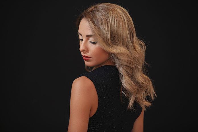 Dobierz odpowiednią fryzurę do kształtu twarzy – 3 praktyczne wskazówki