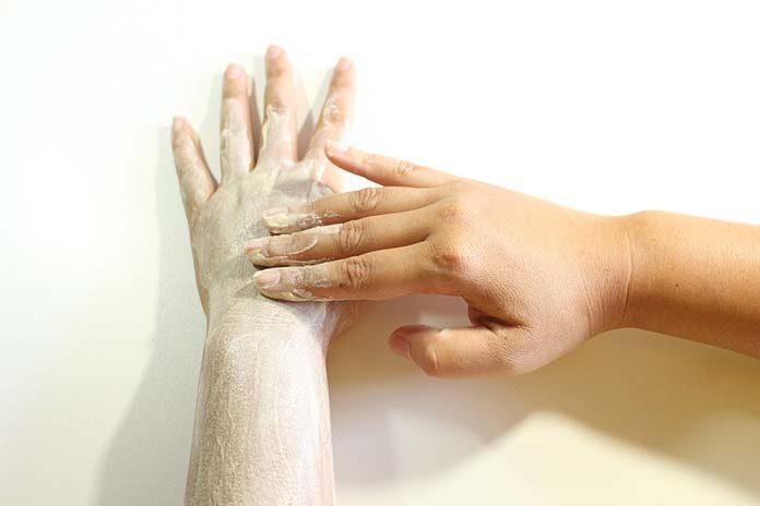 Peeling ciała - dlaczego warto go wykonywać regularnie?